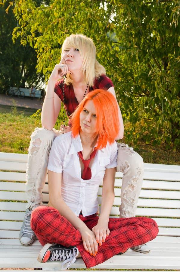 καλοκαίρι εφηβικά δύο πάρ&kap στοκ εικόνα με δικαίωμα ελεύθερης χρήσης