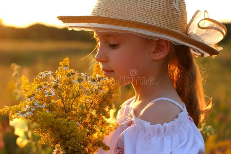 καλοκαίρι κοριτσιών στοκ φωτογραφίες
