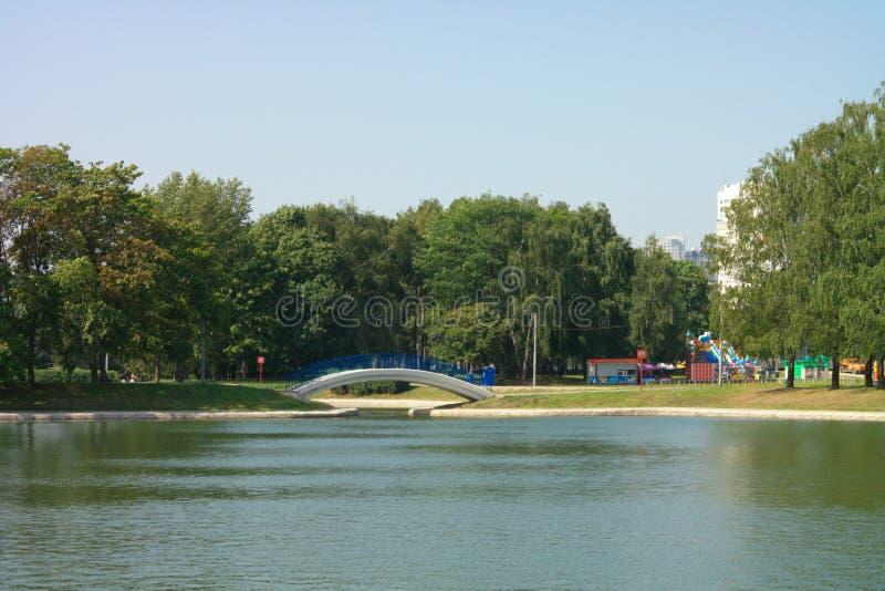 Καλοκαίρι στο πάρκο πόλεων στοκ εικόνες