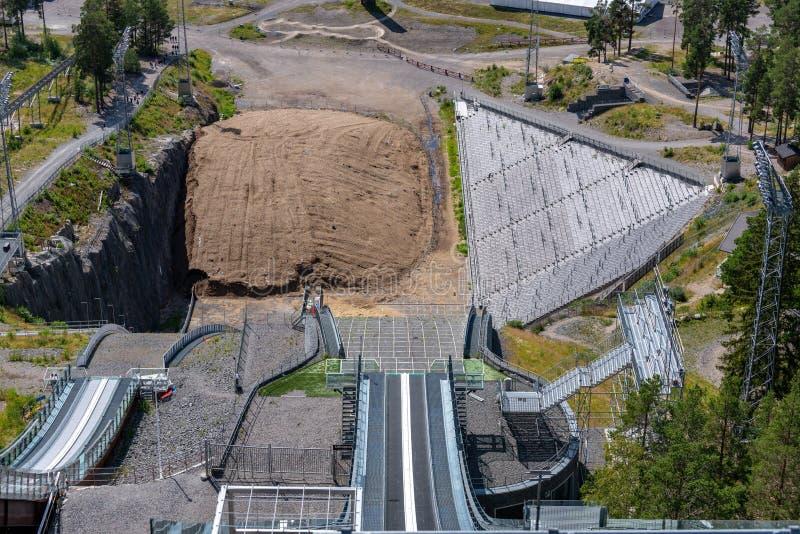 Καλοκαιρινή θέα από την κορυφή των εγκαταστάσεων χιονοδρομικών άλμα στη Φαλούν της Σουηδίας στοκ εικόνες