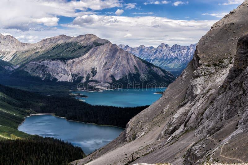 Καλυμμένα παγετώνας βουνά του επαρχιακού πάρκου του Peter Lougheed Λίμνες Kananaskis, Αλμπέρτα Καναδάς στοκ εικόνες με δικαίωμα ελεύθερης χρήσης