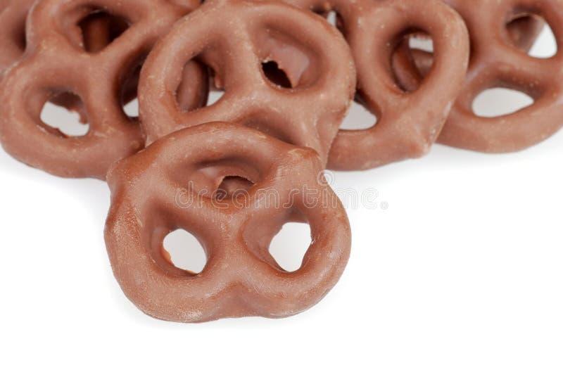 καλυμμένα σοκολάτα pretzels γάλακτος στοκ φωτογραφίες