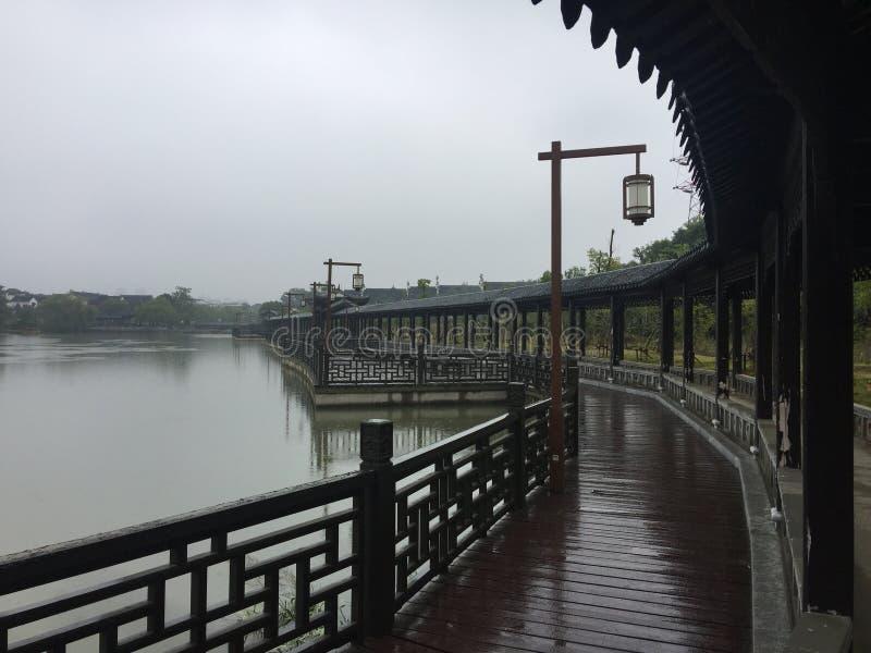 Καλυμμένη γέφυρα - κήπος Jiangnan στοκ εικόνες