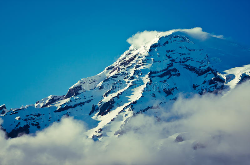 καλυμμένη κορυφή χιονιού &b στοκ εικόνες