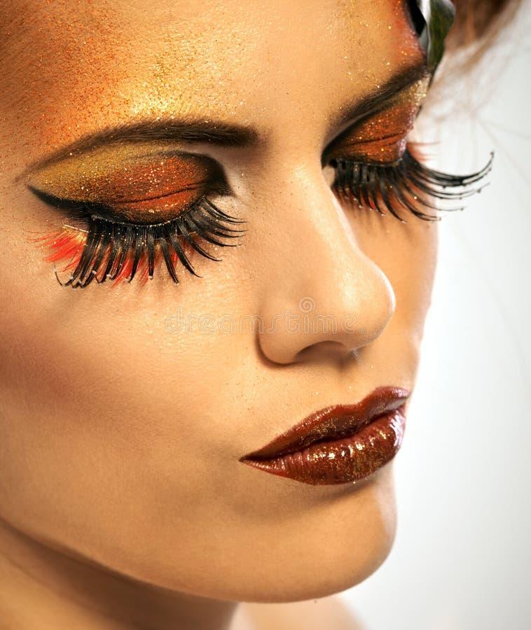 Καλυμμένη ομορφιά γυναίκα το φθινόπωρο makeup στοκ εικόνα με δικαίωμα ελεύθερης χρήσης