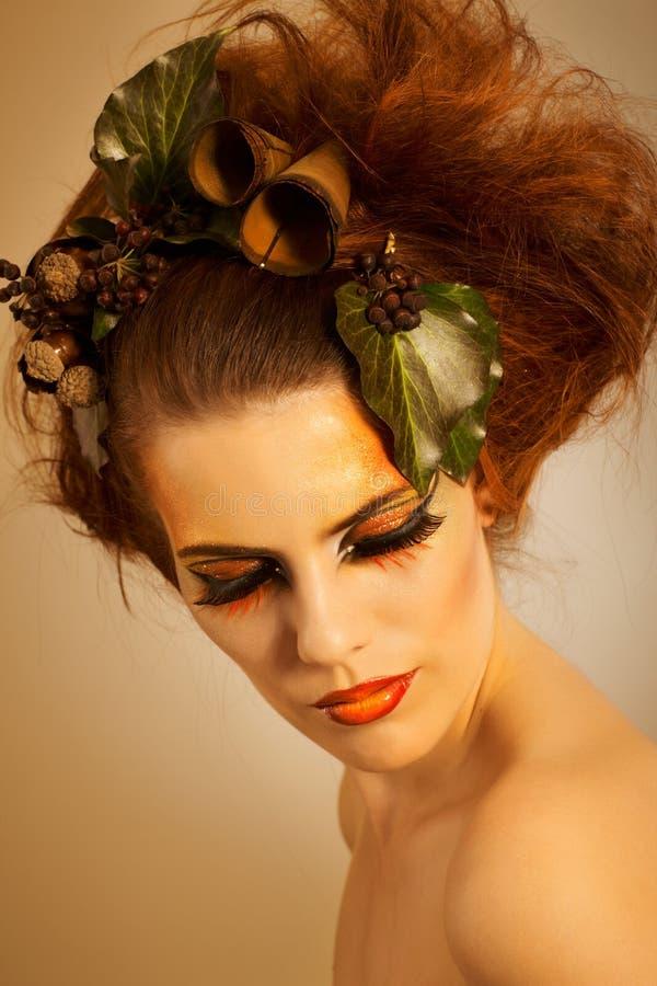 Καλυμμένη ομορφιά γυναίκα το φθινόπωρο makeup στοκ φωτογραφία με δικαίωμα ελεύθερης χρήσης