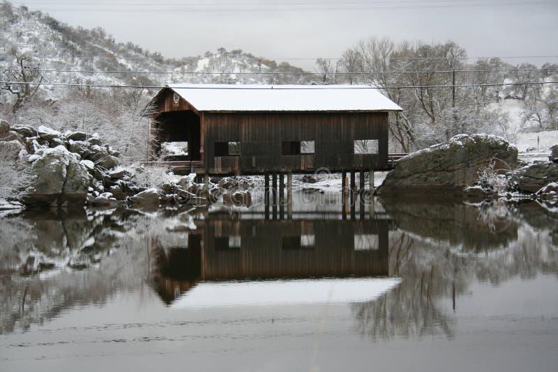 καλυμμένος γέφυρα χειμών&alp στοκ φωτογραφίες