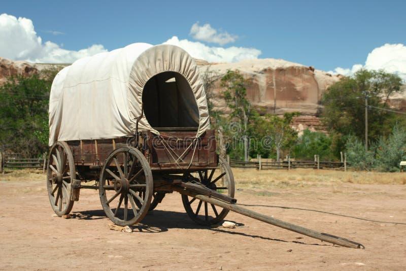 καλυμμένο βαγόνι εμπορε&ups στοκ εικόνα με δικαίωμα ελεύθερης χρήσης