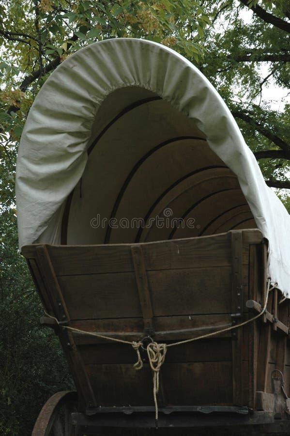 καλυμμένο βαγόνι εμπορε&ups στοκ φωτογραφία με δικαίωμα ελεύθερης χρήσης