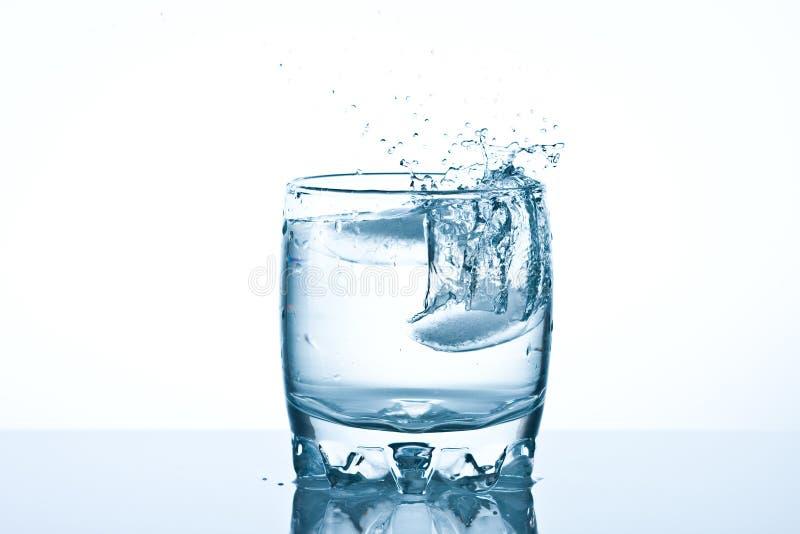 καλυμμένο καταβρέχοντας ύδωρ στοκ φωτογραφία