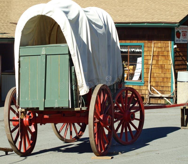 καλυμμένο παλαιό βαγόνι ε& στοκ εικόνες με δικαίωμα ελεύθερης χρήσης