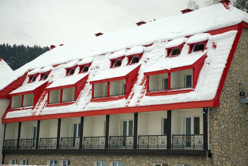καλυμμένο χιόνι στεγών στοκ εικόνα με δικαίωμα ελεύθερης χρήσης
