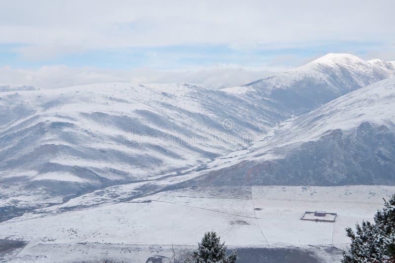 Download καλυμμένο χιόνι τοπίων στοκ εικόνες. εικόνα από χιόνι - 22785084