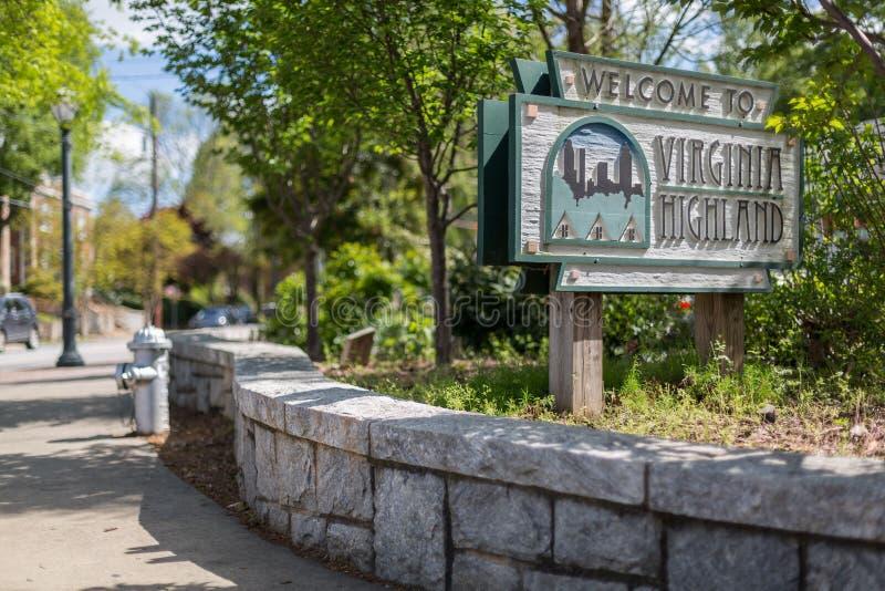 Καλωσορίζοντας επισκέπτες σημαδιών το κεντρικό μέρος της γειτονιάς Χάιλαντς της Βιρτζίνια στην Ατλάντα στοκ φωτογραφία