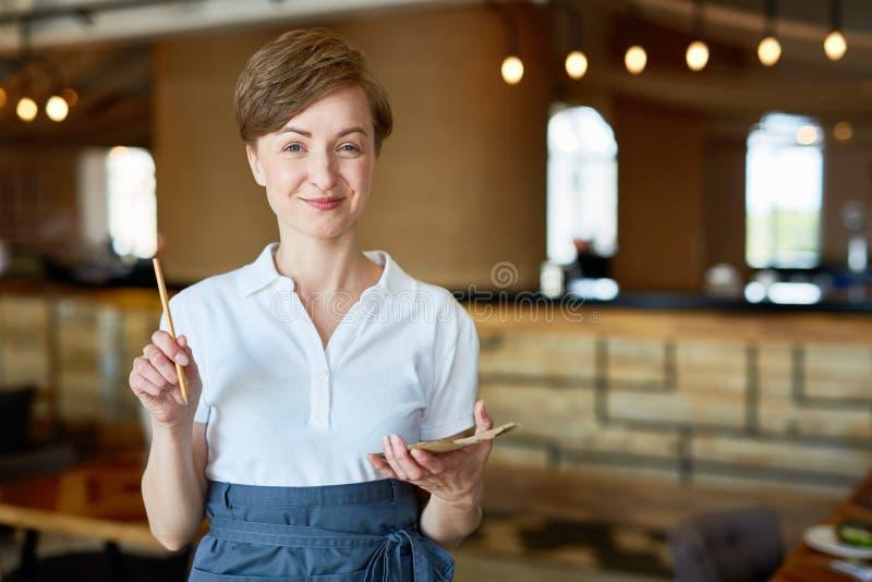 Καλωσορίστε στο εστιατόριό μας στοκ φωτογραφία με δικαίωμα ελεύθερης χρήσης