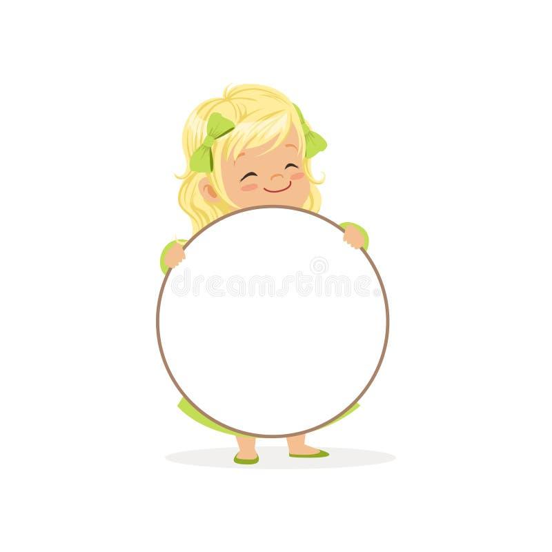 Καλός ξανθός χαρακτήρας κοριτσιών με το λευκό πίνακα μηνυμάτων κύκλων κενό, παιδί που στέκεται πίσω από τη διανυσματική απεικόνισ ελεύθερη απεικόνιση δικαιώματος