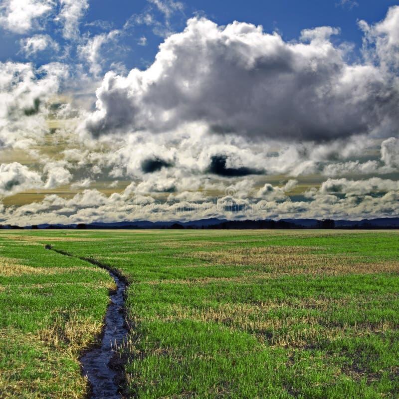 καλός ποταμός σύννεφων στοκ εικόνα