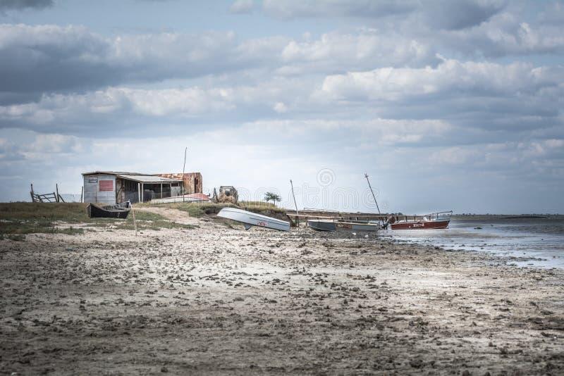 Καλύβα και βάρκες αλιείας τοπίων θάλασσας στοκ εικόνες με δικαίωμα ελεύθερης χρήσης