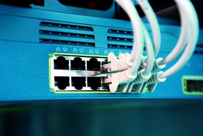 Καλώδια μπαλωμάτων κεντρικών υπολογιστών δικτύων ΤΠ στοκ εικόνα με δικαίωμα ελεύθερης χρήσης
