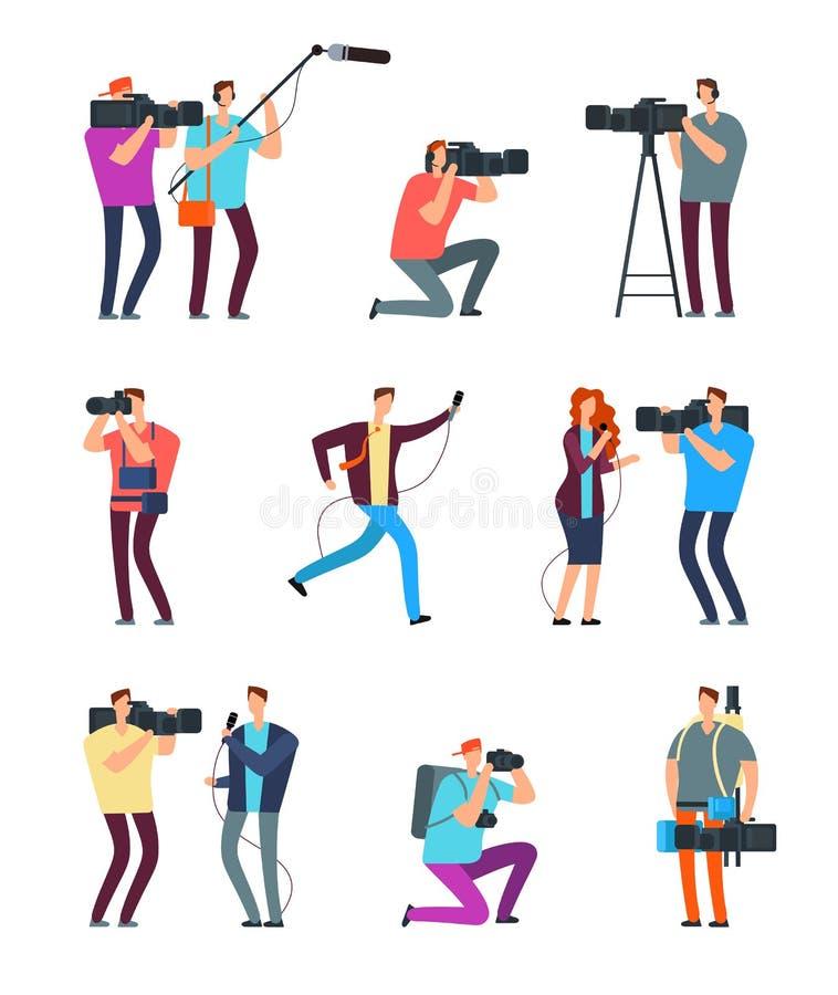 Καμεραμάν δημοσιογράφων Οι άνθρωποι κάνουν τη ραδιοφωνική μετάδοση Videographers TV με τη κάμερα και τους δημοσιογράφους με τα μι ελεύθερη απεικόνιση δικαιώματος
