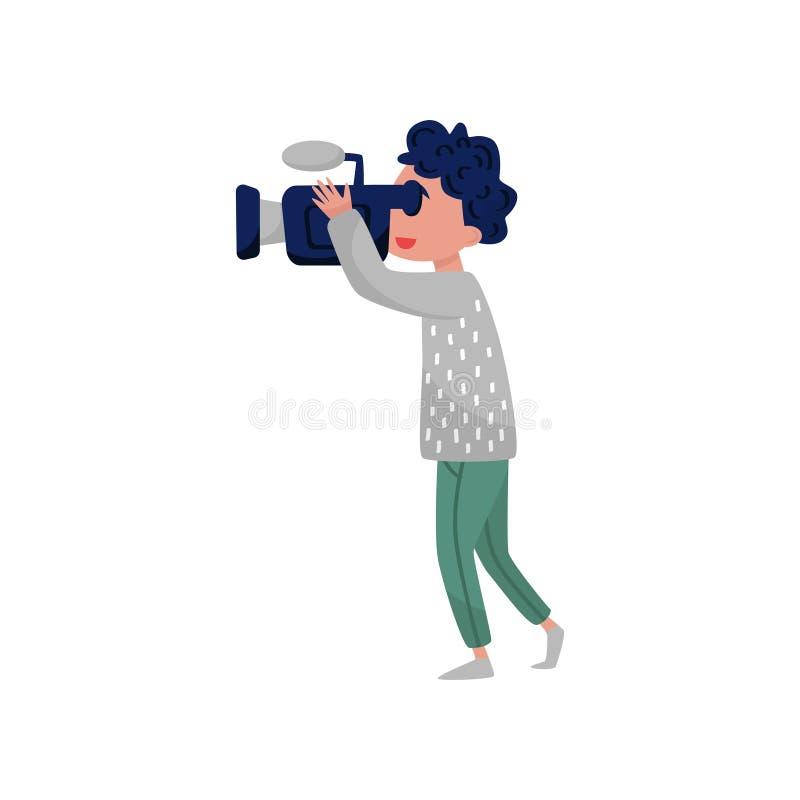 Καμεραμάν με τον επαγγελματικό εξοπλισμό Νέος τύπος που κοιτάζει μέσω των βιντεοκάμερων Θέμα παραγωγής ταινιών Επίπεδο διανυσματι απεικόνιση αποθεμάτων
