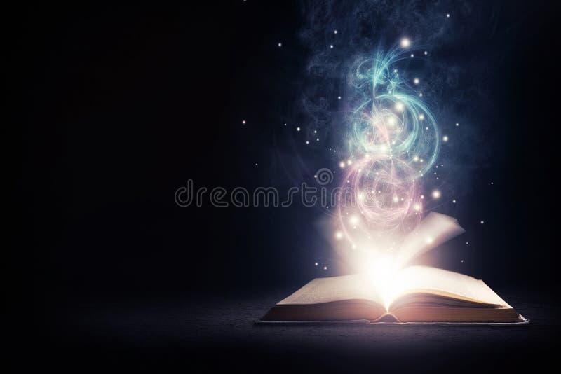 Καμμένος βιβλίο με τα χρώματα στοκ εικόνα με δικαίωμα ελεύθερης χρήσης