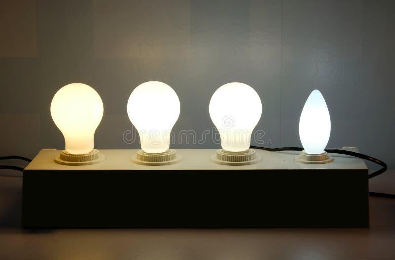 Καμμένος λάμπα φωτός στη σειρά στοκ φωτογραφίες