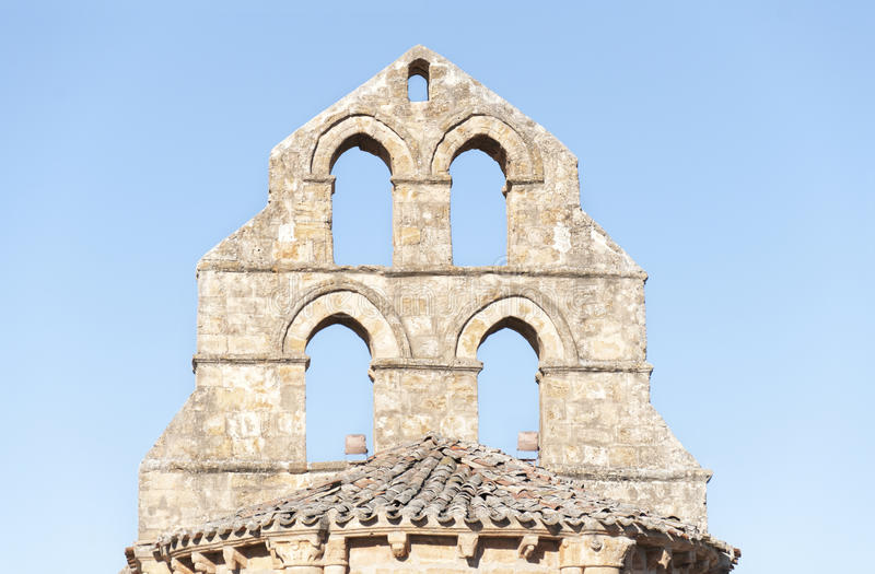Καμπαναριό ενός Romanesque παρεκκλησιού στοκ φωτογραφίες με δικαίωμα ελεύθερης χρήσης