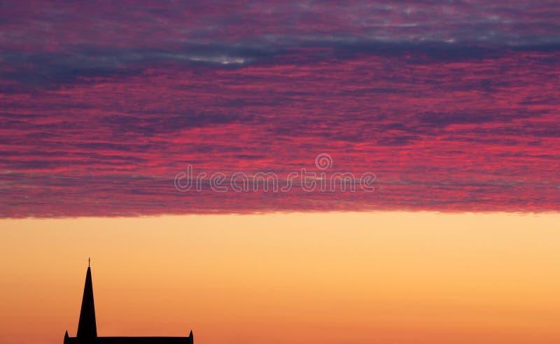 Καμπαναριό ουρανού και εκκλησιών στοκ φωτογραφίες με δικαίωμα ελεύθερης χρήσης