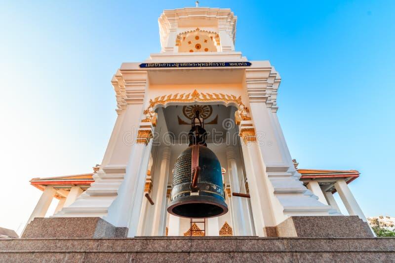 Καμπαναριό ύφους της Ταϊλάνδης, ταϊλανδικός ναός πύργων κουδουνιών σε Wat Kalayanamitr Varamahavihara στοκ εικόνα