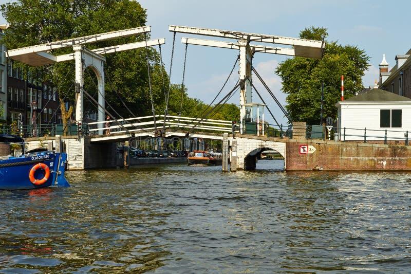Κανάλια και βάρκες του Άμστερνταμ στοκ φωτογραφία