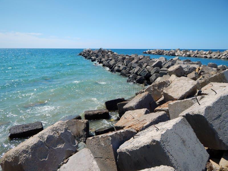 Κανάλι εισαγωγής νερού από τη θάλασσα στοκ φωτογραφία με δικαίωμα ελεύθερης χρήσης