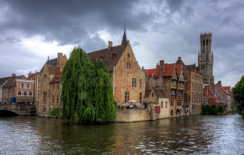 Κανάλι Rozenhoedkaai και πύργος του Μπέλφορτ, Μπρυζ, Βέλγιο στοκ εικόνες με δικαίωμα ελεύθερης χρήσης