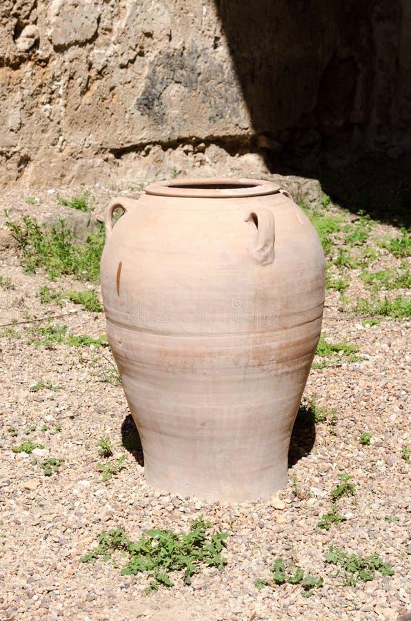 Κανάτα αργίλου, παλαιός κεραμικός στοκ εικόνα με δικαίωμα ελεύθερης χρήσης