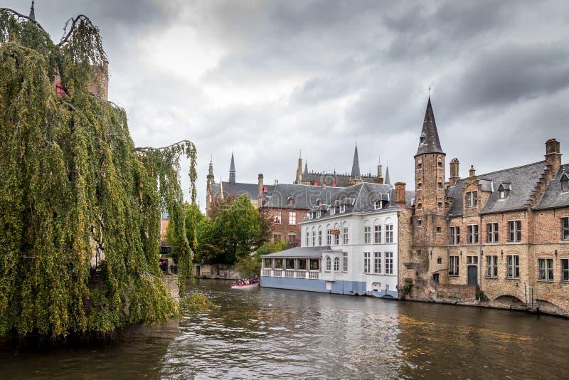 κανάλι κτηρίων του Βελγίου brugges στοκ εικόνα με δικαίωμα ελεύθερης χρήσης