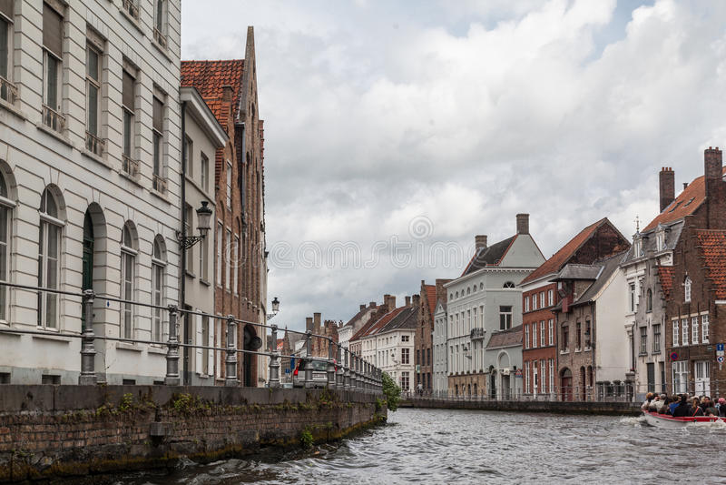 Download Κανάλι στη Μπρυζ Βέλγιο εκδοτική στοκ εικόνα. εικόνα από τουριστικός - 62707119