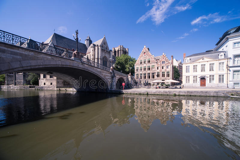 Κανάλι Gent στο παλαιό κέντρο πόλεων στοκ εικόνες