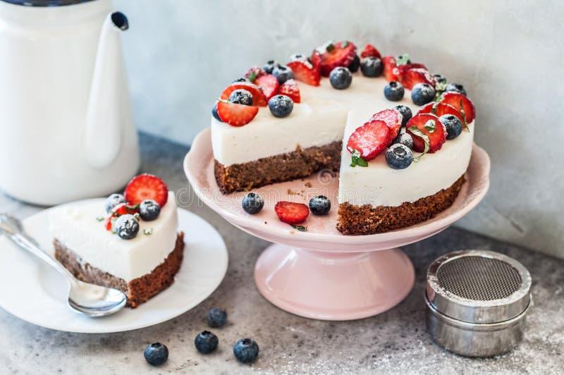 Κανένας ψήστε Cheesecake μούρων στοκ εικόνα