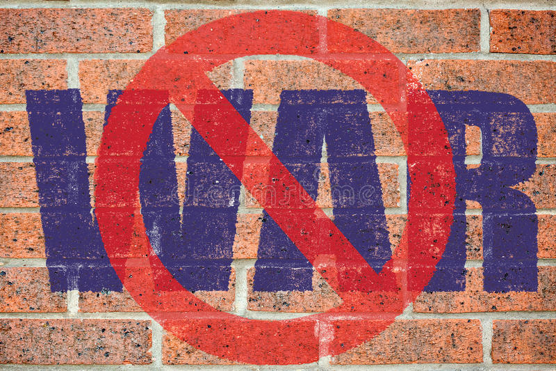 Κανένα πολεμικό σημάδι που χρωματίζεται στον παλαιό τούβλινο τοίχο στοκ εικόνα με δικαίωμα ελεύθερης χρήσης