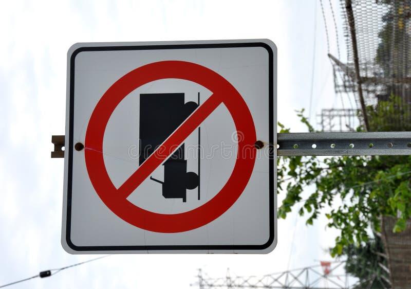 Κανένα φορτηγό που επιτρέπεται το σημάδι στοκ εικόνα με δικαίωμα ελεύθερης χρήσης