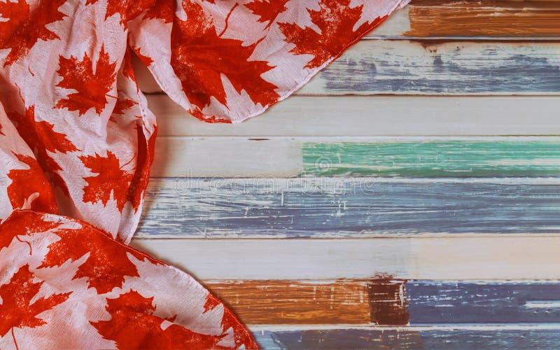 Καναδική σημαία με λέξης μακρύ Σαββατοκύριακο διακοπών Αυγούστου το πολιτικό στοκ εικόνες