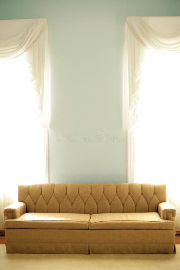 καναπές αναδρομικός στοκ φωτογραφίες με δικαίωμα ελεύθερης χρήσης