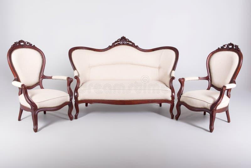 Καναπές και πολυθρόνα δύο στοκ φωτογραφίες με δικαίωμα ελεύθερης χρήσης