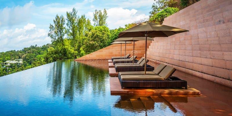 Καναπές στο νερό στοκ εικόνες με δικαίωμα ελεύθερης χρήσης