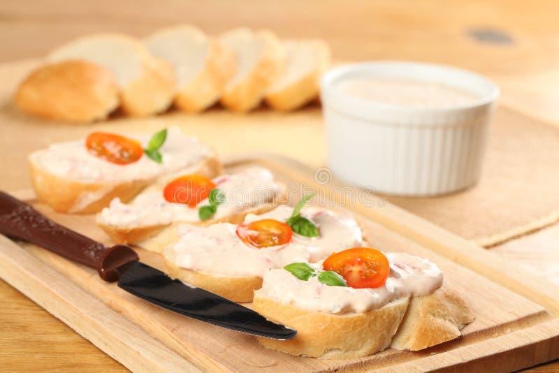 καναπεδάκια ντομάτα στοκ εικόνα με δικαίωμα ελεύθερης χρήσης