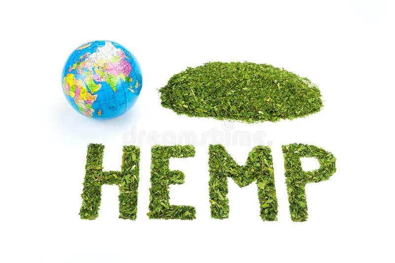ΚΑΝΝΑΒΗ λέξης φιαγμένη από πράσινα φύλλα τσαγιού με την παγκόσμια σφαίρα στοκ φωτογραφία με δικαίωμα ελεύθερης χρήσης
