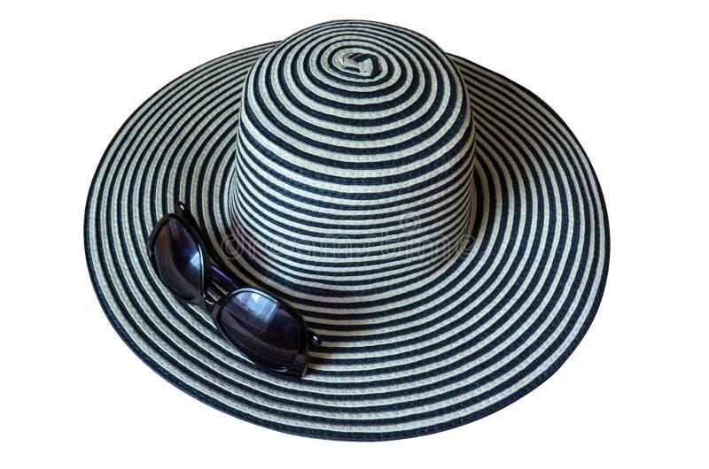 Καπέλο παραλιών γυναικών με τα γυαλιά ήλιων που απομονώνονται στο άσπρο υπόβαθρο στοκ φωτογραφίες