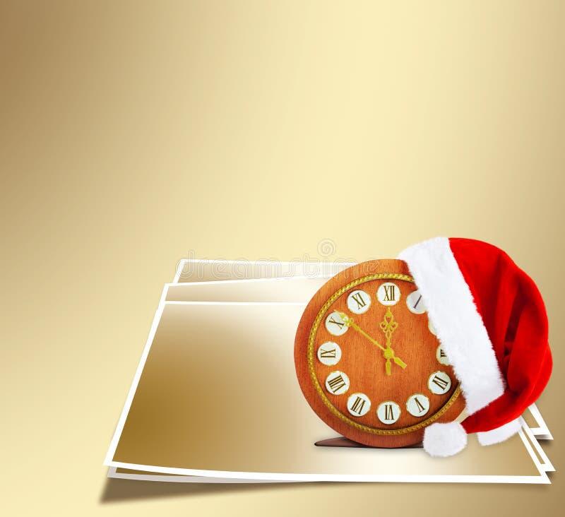 Καπέλο Άγιου Βασίλη στη νύχτα του νέου έτους στοκ φωτογραφία