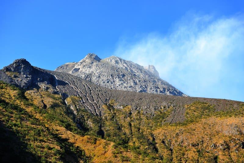 Καπνίζοντας ηφαίστειο Merapi στην ανατολή Κεντρική Ιάβα, Ινδονησία στοκ εικόνα με δικαίωμα ελεύθερης χρήσης