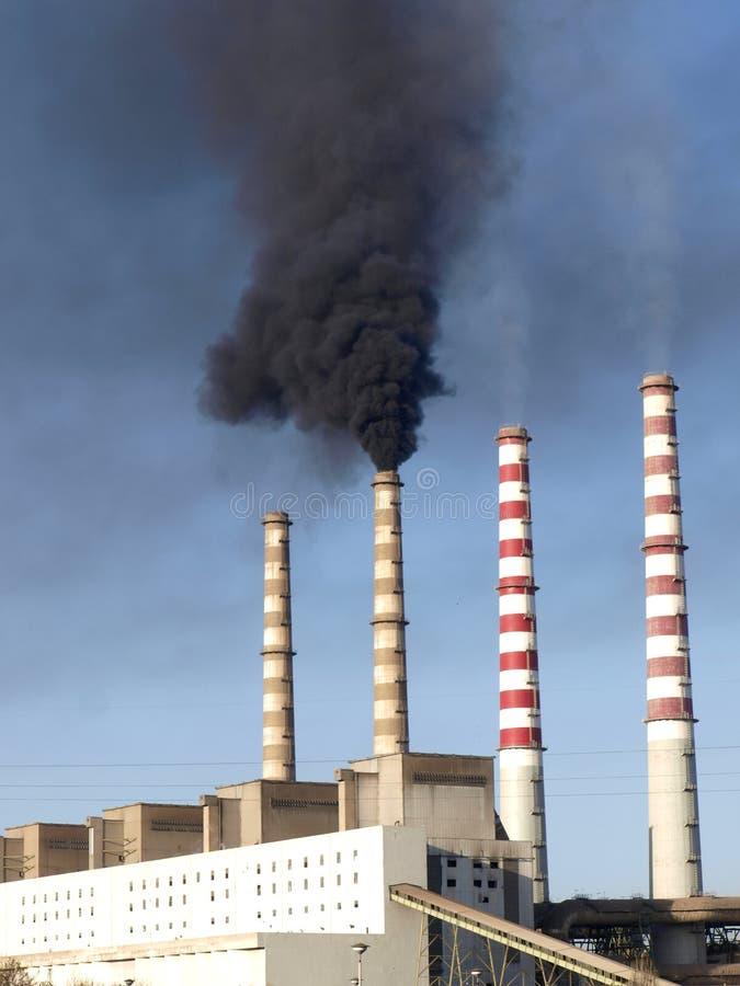 καπνίζοντας σταθμός ισχύ&omicron στοκ εικόνες με δικαίωμα ελεύθερης χρήσης
